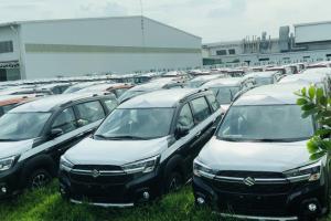 Tiêu thụ ôtô đồng loạt giảm, hãng xe thêm gánh nặng thiếu chip sản xuất