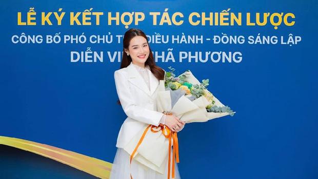 Hé lộ khoảnh khắc Nhã Phương nhận chức vụ Phó chủ tịch công ty có doanh thu tiền tỷ