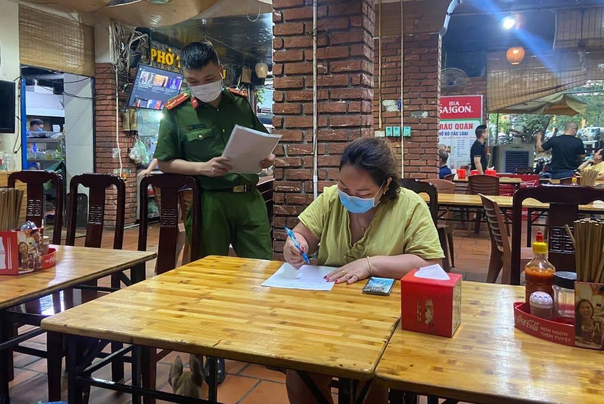 Hà Nội dừng hoạt động cơ sở ăn uống, cắt tóc, gội đầu