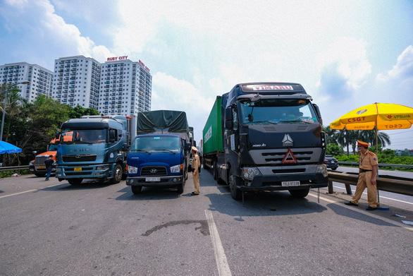 Hà Nội sẽ cấp mã xác nhận hoạt động cho xe chở công nhân, chuyên gia