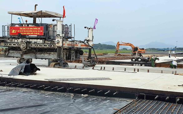 Cảnh cáo 2 nhà thầu dự án cải tạo, nâng cấp đường băng sân bay Nội Bài